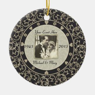 Marco adaptable de la foto del boda de la ocasión adorno navideño redondo de cerámica
