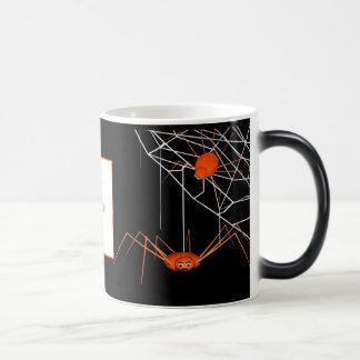 Marco anaranjado de la foto de las arañas de taza mágica