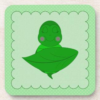Marco con volantes de la tortuga verde el dormir c posavasos de bebidas