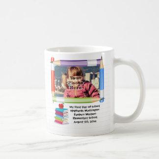 Marco de la foto de la escuela de los niños de los taza clásica