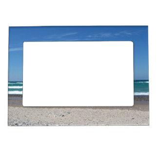 Marco de la playa y de la foto de las ondas marcos magneticos de fotos