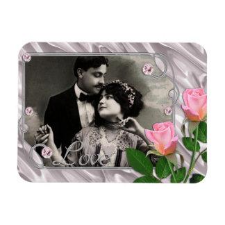 Marco de plata y rosado del amor en la seda con lo imán de vinilo