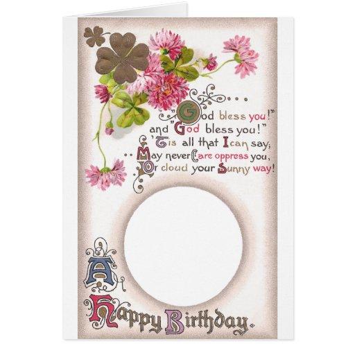 Marco de tarjeta rosado de cumpleaños del trébol