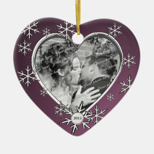 Marco del copo de nieve de dos corazones adorno navideño de cerámica en forma de corazón