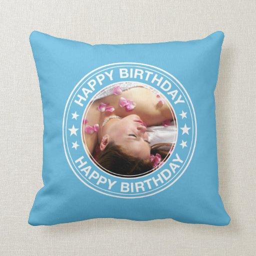 Marco del feliz cumpleaños en azul almohada