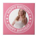 Marco del feliz cumpleaños en rosa tejas  cerámicas