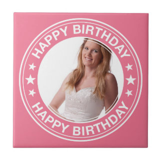 Marco del feliz cumpleaños en rosa azulejo cuadrado pequeño