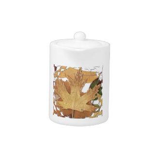 Marco del mosaico de las hojas de otoño
