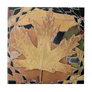 Marco del mosaico de las hojas de otoño azulejos