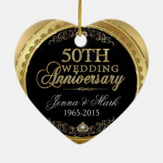 Marco del oro y aniversario de boda de los adorno de cerámica en forma de corazón