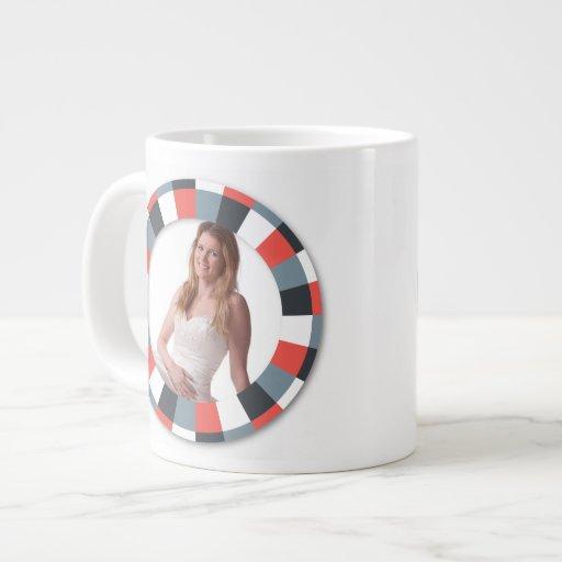 Marco enrrollado del círculo - gris y rojo en blan tazas jumbo