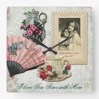 Marco floral adornado antiguo del cordón de la fan reloj cuadrado
