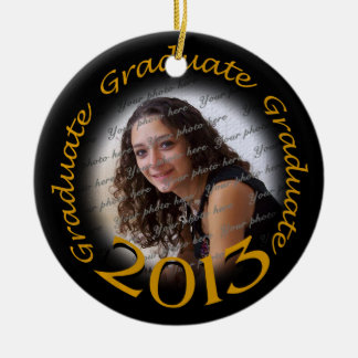 Marco negro 2013 de la foto del oro del graduado adorno navideño redondo de cerámica