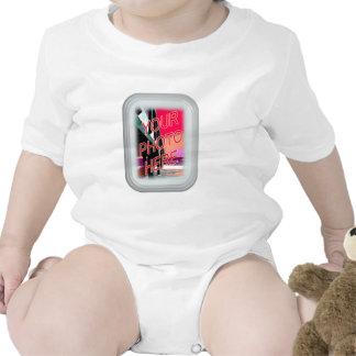 Marco oscuro del vidrio esmerilado traje de bebé
