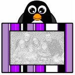 Marco púrpura de las rayas del pingüino de la escu esculturas fotográficas