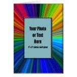 Marco radiante de los colores - personalizable tarjeta de felicitación