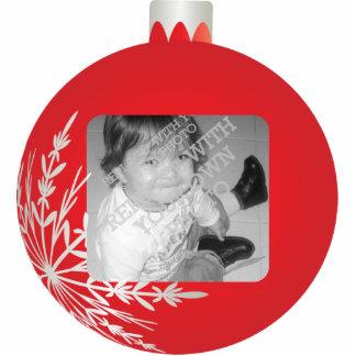 Marco rojo de la bola del navidad escultura fotográfica