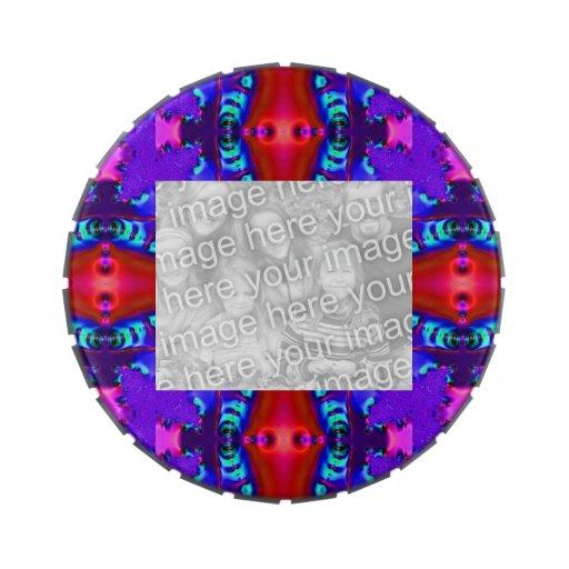 Marco rojo púrpura colorido de la foto latas de dulces