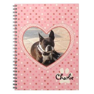 Marco rosado de la foto del corazón de la marca de cuaderno