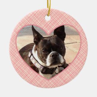 Marco rosado de la foto del personalizar del adorno navideño redondo de cerámica
