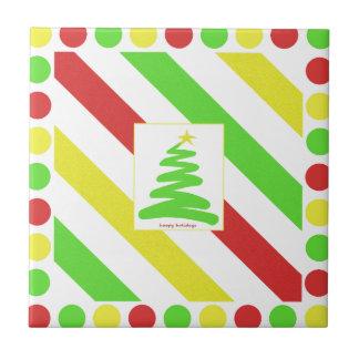 Marco verde artsy del árbol de navidad y de los tejas