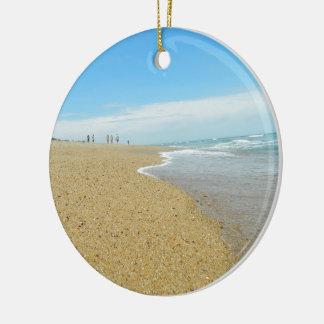 Marea baja en la playa adorno para reyes