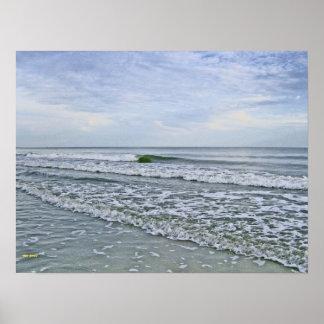 Mareas que vienen a lo largo de la costa de Caroli Póster