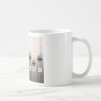 Mares de la sepia de la navegación taza de café