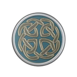 Marfil en el altavoz céltico azul de Bluetooth del