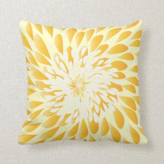 Marfil y almohada floral moderna amarilla de la