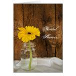 Margarita amarilla en ducha nupcial del país del tarjeta de felicitación
