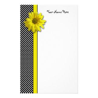 Margarita amarilla Polkadots blanco y negro Papeleria Personalizada