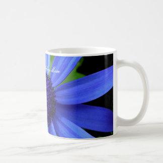 Margarita azul, mamá del feliz cumpleaños taza de café
