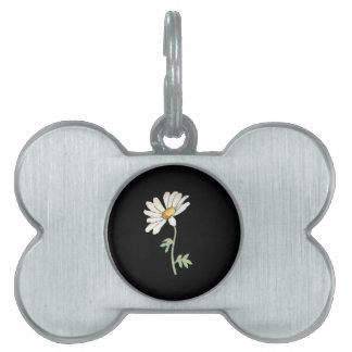 Margarita blanca bonita en negro placas de nombre de mascota