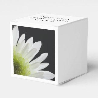 Margarita blanca en el boda negro cajas para detalles de boda