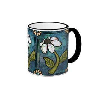 Margarita blanca en el fondo azul - collage taza a dos colores