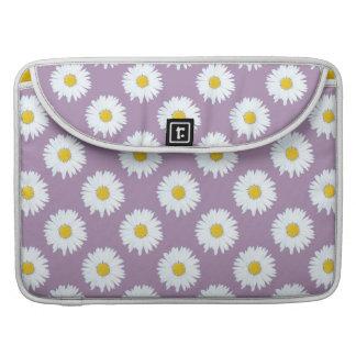 Margarita blanca simple en modelo púrpura funda para macbooks