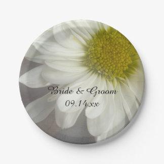 Margarita blanca suave en el boda gris platos de papel