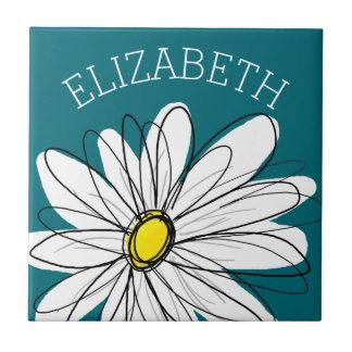 Margarita caprichosa amarilla y blanca con el azulejo cuadrado pequeño