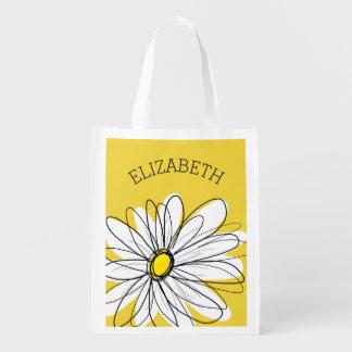 Margarita caprichosa amarilla y blanca con el bolsas de la compra