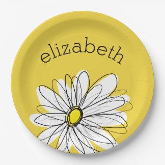 Margarita caprichosa amarilla y blanca con el platos de papel