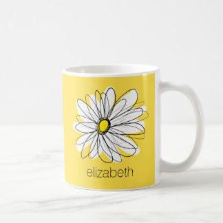 Margarita caprichosa amarilla y blanca con el taza
