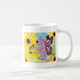 Margarita de hadas del amigo de la abeja del taza básica blanca
