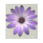 Margarita púrpura en la impresión de cuero de blocs de notas