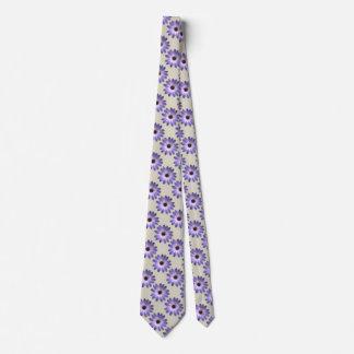 Margarita púrpura en la impresión de cuero de corbatas