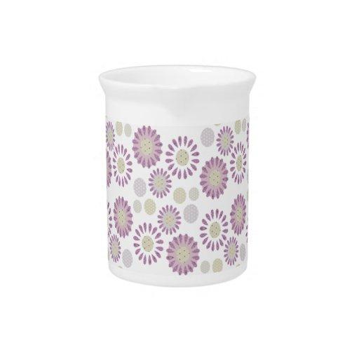 Margarita púrpura y decoración minúscula de la coc jarra de beber