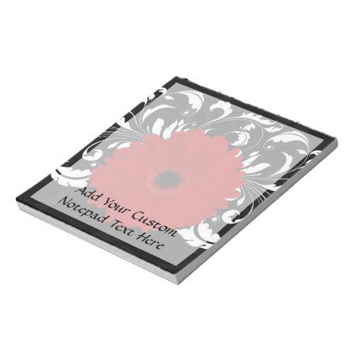 Margarita roja brillante del Gerbera en negro Libretas Para Notas
