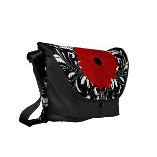 Margarita roja brillante del Gerbera en negro Bolsa De Mensajería