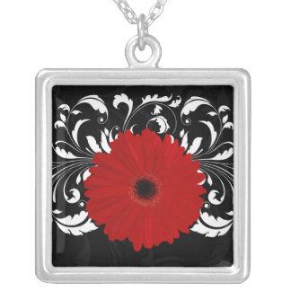 Margarita roja brillante del Gerbera en negro Colgante Cuadrado