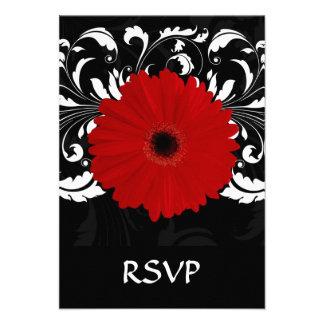 Margarita roja brillante del Gerbera en negro Invitación Personalizada